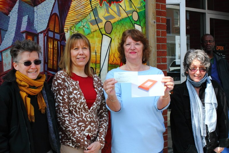 Beacon Paperback Book Club donates to Howland Public Library