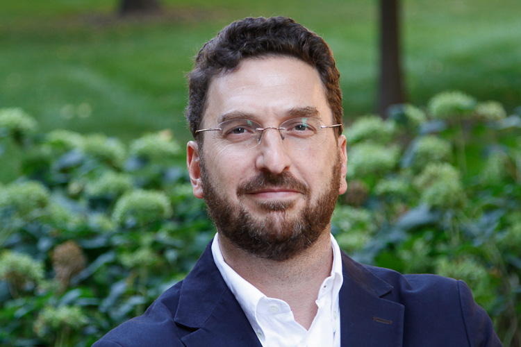 Alejandro Baer