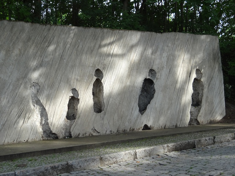 Silhouettes in memory of Jews deported from the Grunewald Station. Sculptur