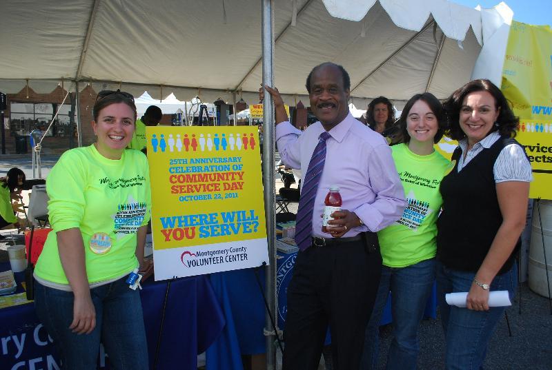 Ike and Volunteers