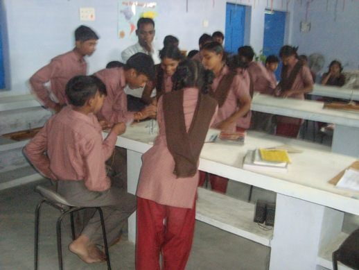 Children in class 9 in Science Lab