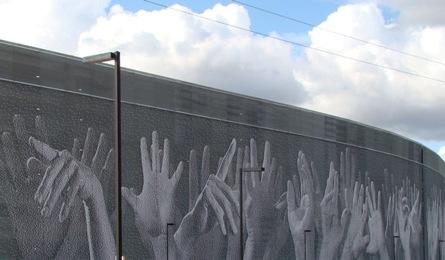 Hands_clouds