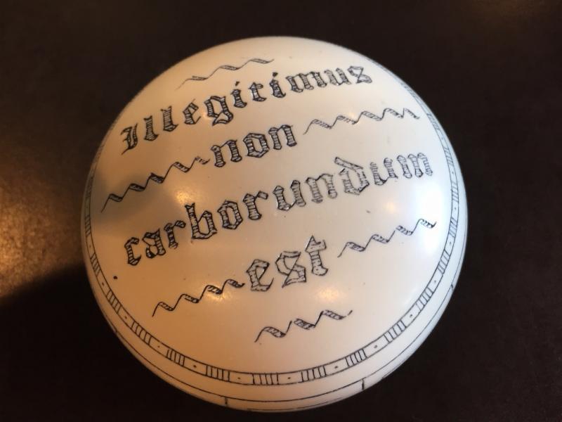 Iligitimus Non carborundum est