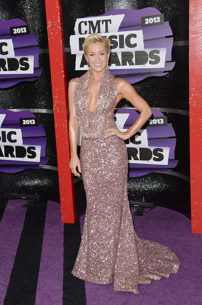 kellie pickler sparkled in tacori on purple carpet fashion blog by apparel search. Black Bedroom Furniture Sets. Home Design Ideas