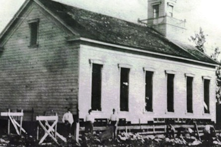 I Hemolele being rolled down the hill, windows removed circa 1916