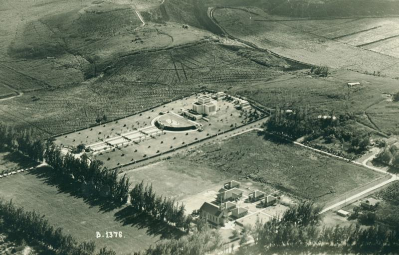 I Hemolele (lower center) with the Laie school campus just to the right, 1927