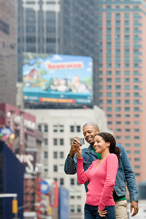 tourist_city_couple.jpg