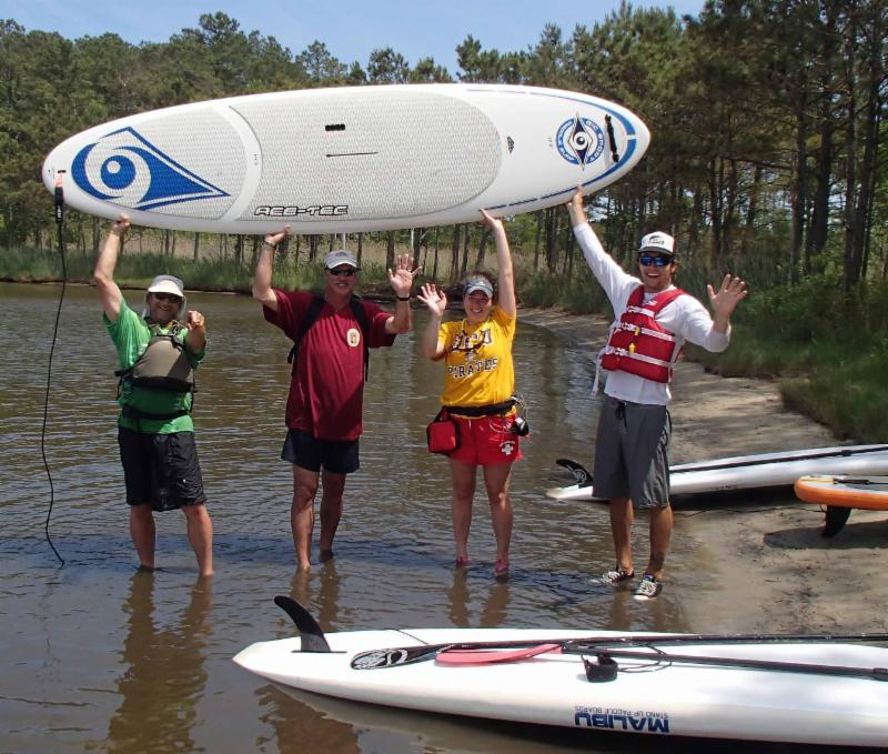 happy paddleboard students
