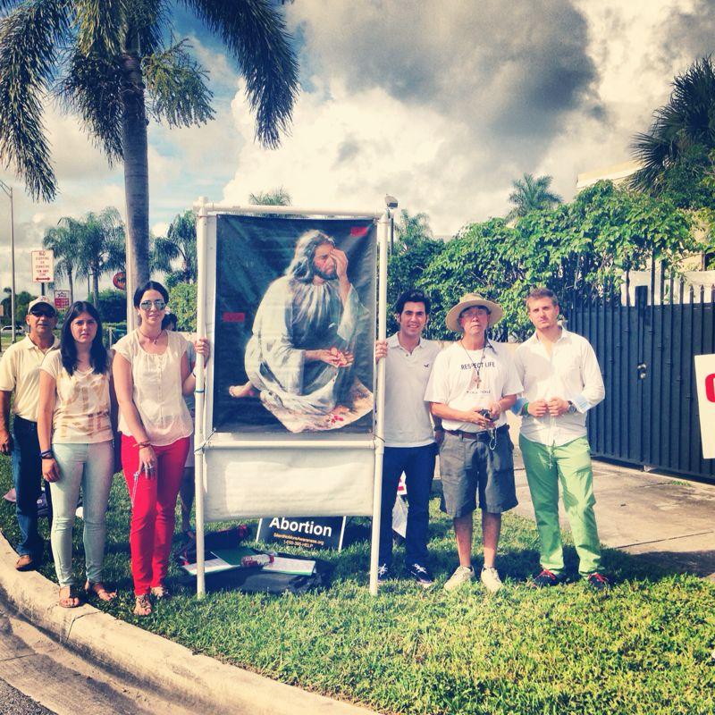 2013-Miami Interns at Vigil