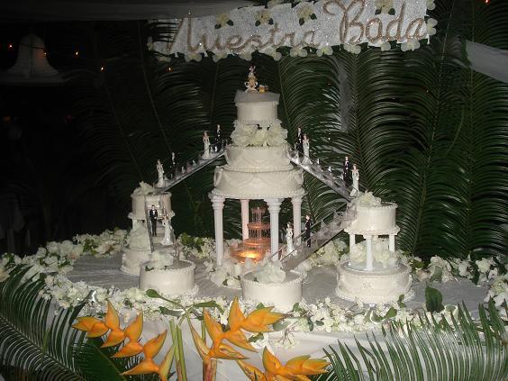 Beautiful Wedding cake - Kudos to Cheryl Stirm