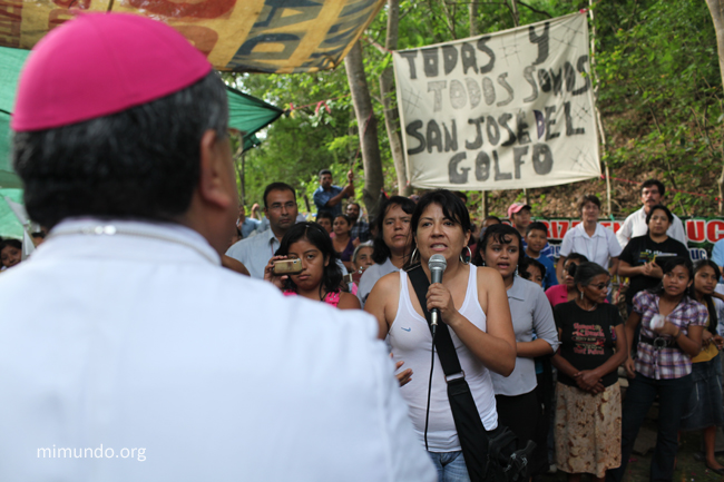 May 26, 2012, Yolanda Oqueli Veliz addresses the Archbishop of Guatemala, who visited the peaceful community blockade that day. Photo, James Rodriquez, a photo-journalist who traveled there with a Rights Action/UNBC delegation, james@mimundo.org