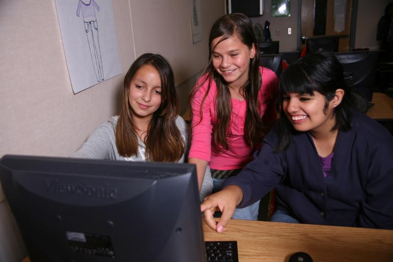 High_School_Girls_in_front_of_Computer_Monitor
