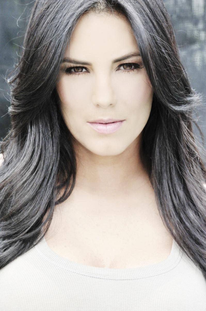telenovela narra la historia de una valiente mujer que la vida la ...