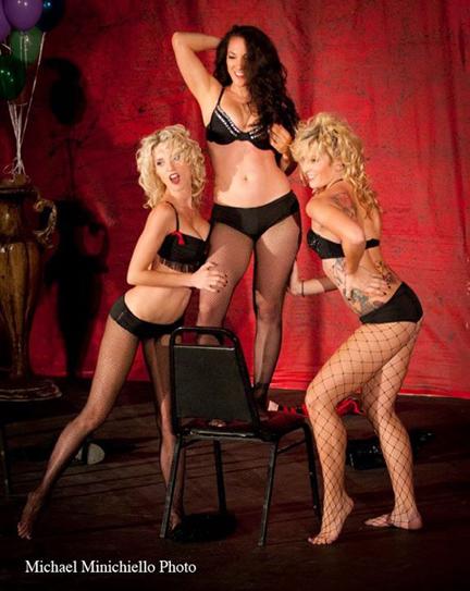 Le Teaze Burlesque Troupe