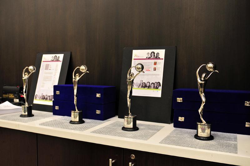 Awards Women of Distinction Facing