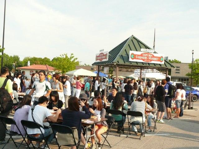 ESU International Students at the Market