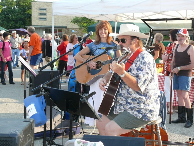 Jane McCoy & Bill Ihling play at the market.