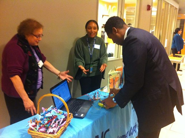Councilmember Craig Rice, Lead for Libraries, visits the Childrens table