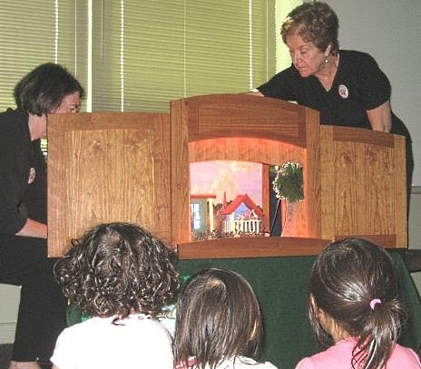 Quince Orchard Library puppet show
