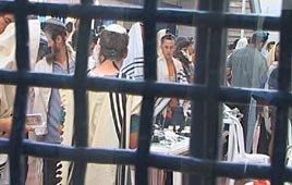 settlers in prison