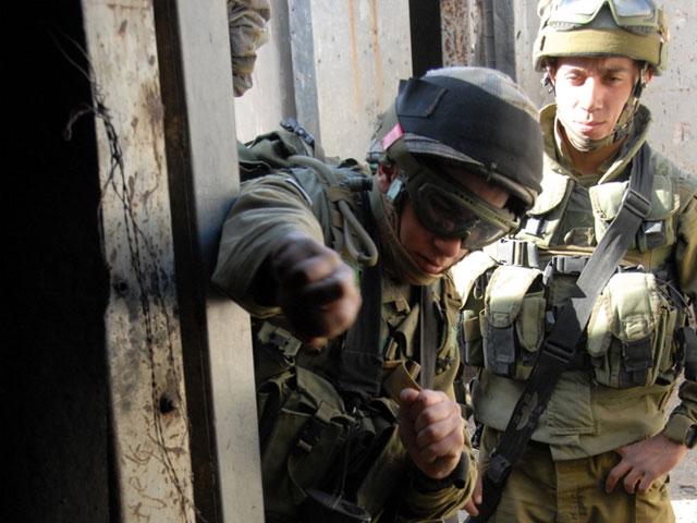 IDF soldiers breach