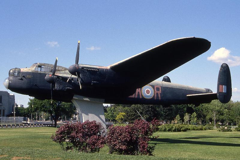 Avro                                                       Lancaster FM104
