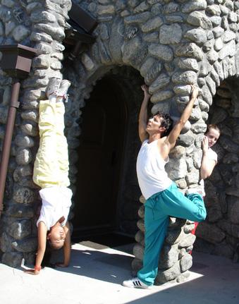 vert.stonehouse.headstand