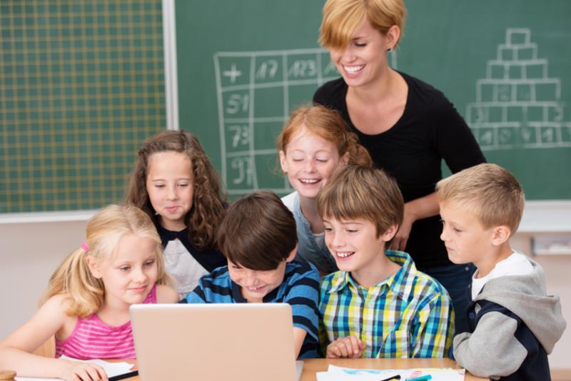 group_kids_computer.jpg