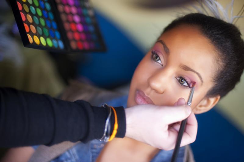 makeup_artist_applying.jpg