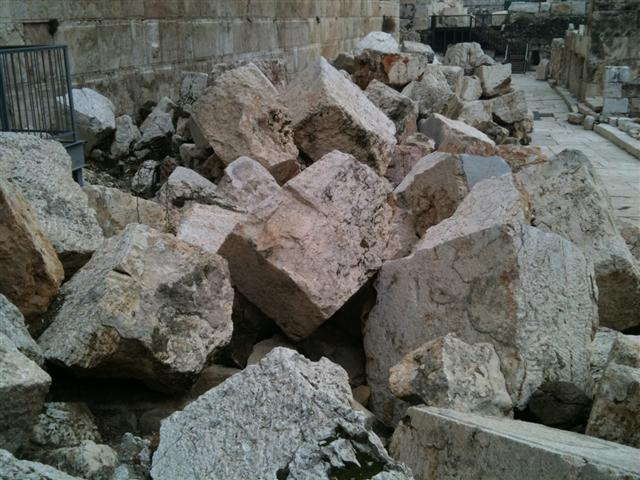 stones here which were once toppled by the Roman army when they invaded the Temple Mount in 70 C.E. Photo by Simon Brown.
