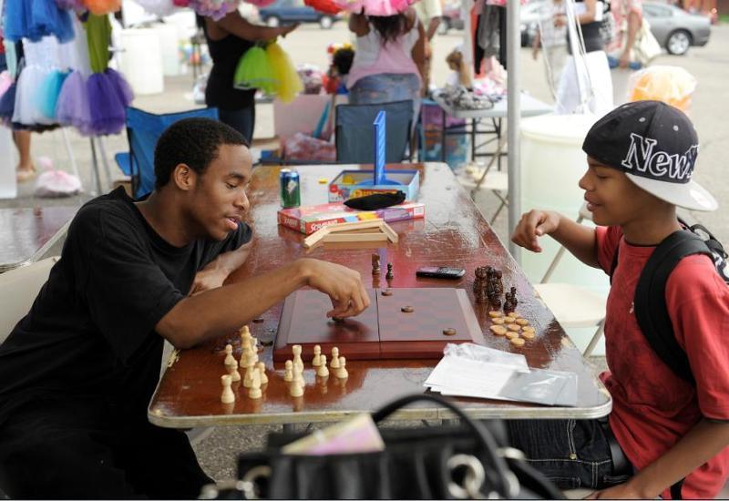 Neighborhoods Day - kids playing chess