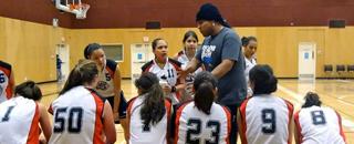 photo des filles qui joue le basketball