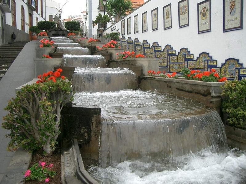 Waterfountainsteps
