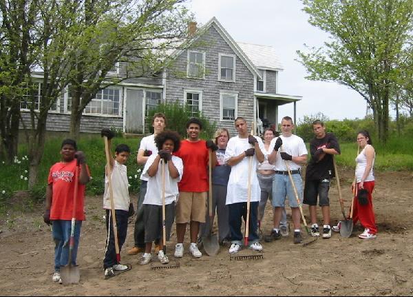 youth group volunteers at Vanderhoop Homestead Aquinnah