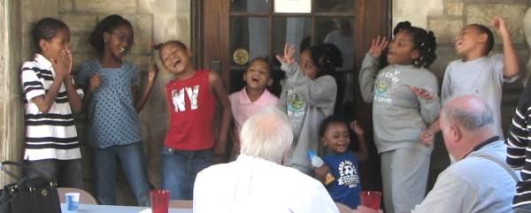 Kids Entertain at Picnic