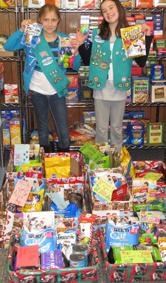 Jr 10154 Donates Pet Food