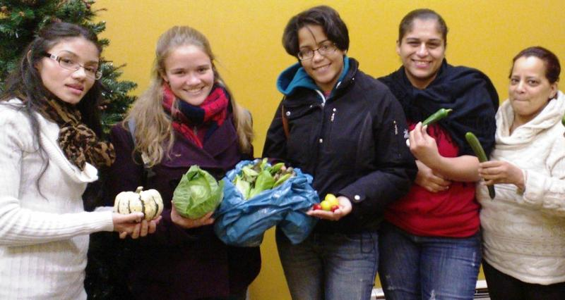 Science Barge volunteers deliver produce to Yonkers YWCA