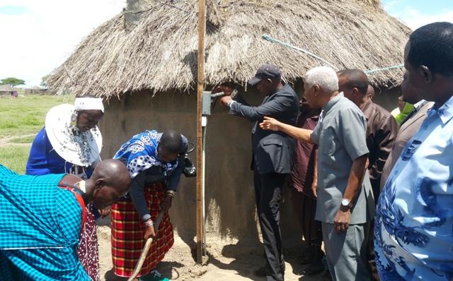 VP Bilal observes micro-grid installation