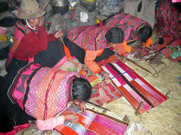 Q'ero Women Weaving
