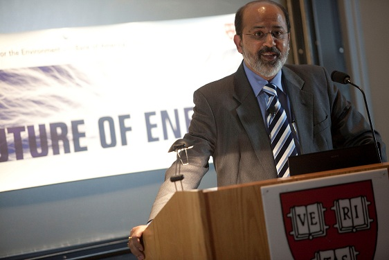Sunil Sinha speaking at Harvard
