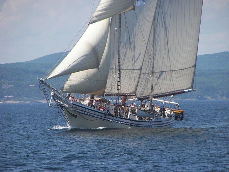 Schooner Heritage sailing Western Penobscot Bay