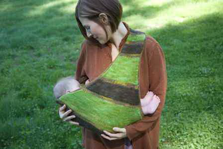 Make this Knitted Baby Carrier!