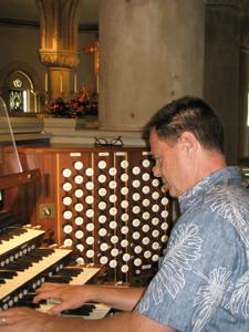 Renke on the organ