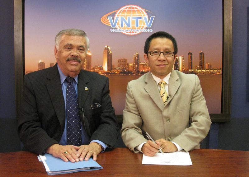 Navarro on Vietnamese TV