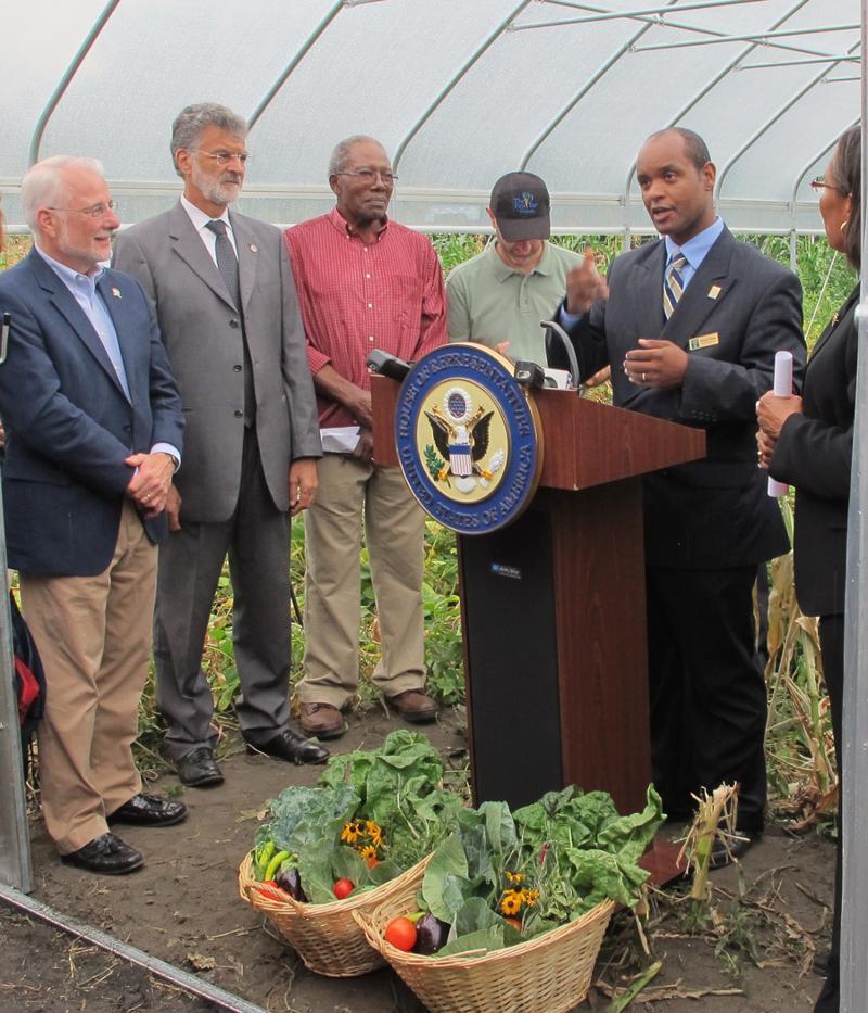 Metropolitan Campus President speaks at urban gardening announcement