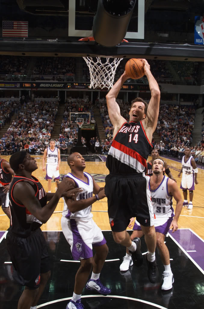 Chris Dudley dunk