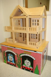 Terrific Thomas The Tank Engine Wooden Toy Chest and Wooden Doll House