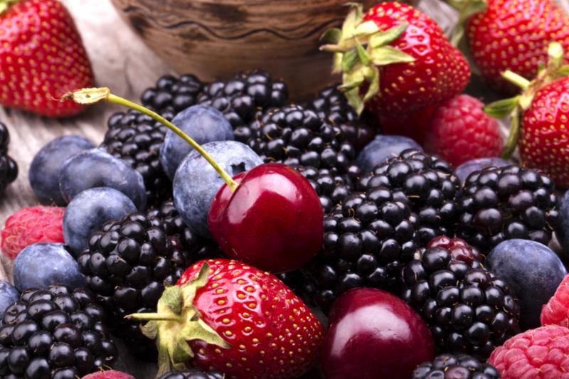 berries_on_table.jpg