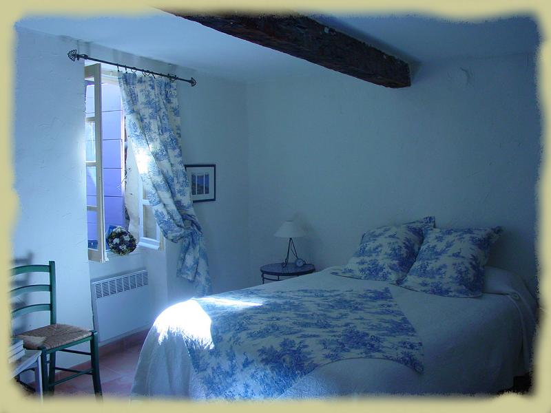 Chambre Bleu in Chateauneuf