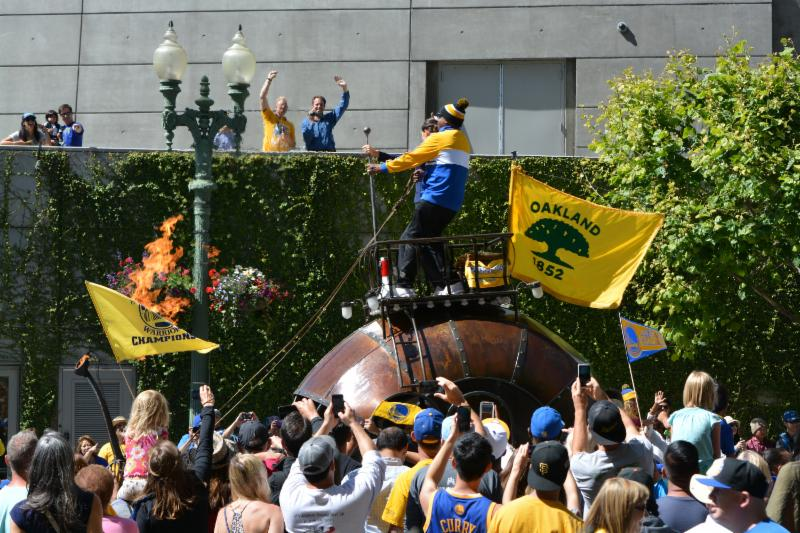 GWS Parade Oakland Mayor and MC Hammer on Fire Snail